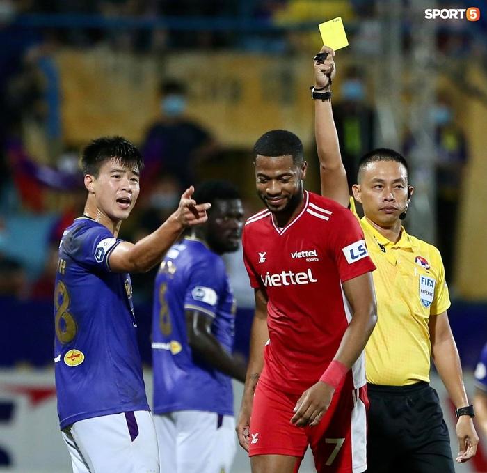 Thành Chung và ngoại binh bóp cổ nhau, trận Hà Nội FC đấu Viettel cực nóng - ảnh 12