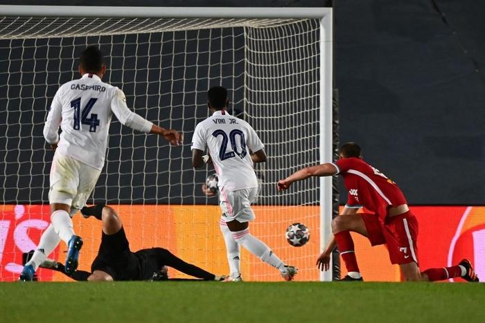 Vắng cả cặp trung vệ, Real Madrid vẫn đủ sức đè bẹp Liverpool ở Champions League - Ảnh 10.