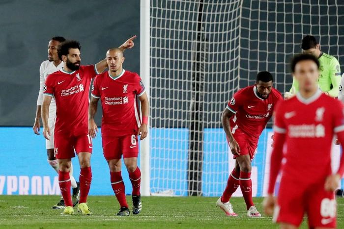 Vắng cả cặp trung vệ, Real Madrid vẫn đủ sức đè bẹp Liverpool ở Champions League - Ảnh 12.