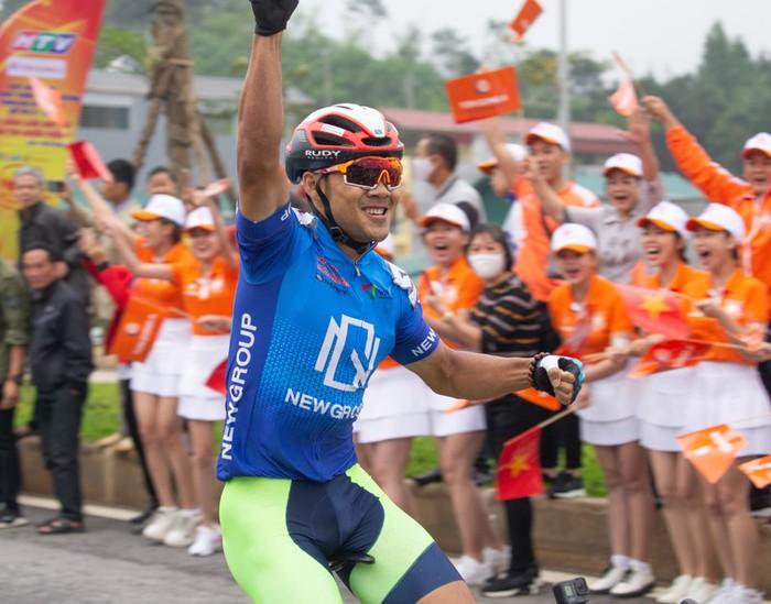 Cuộc so tài hấp dẫn vòng quanh thành phố Cao Bằng khai màn giải đua xe đạp Cúp Truyền hình TP.HCM 2021 - Ảnh 6.
