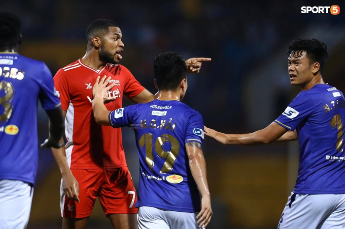 Thành Chung và ngoại binh bóp cổ nhau, trận Hà Nội FC đấu Viettel cực nóng - ảnh 9