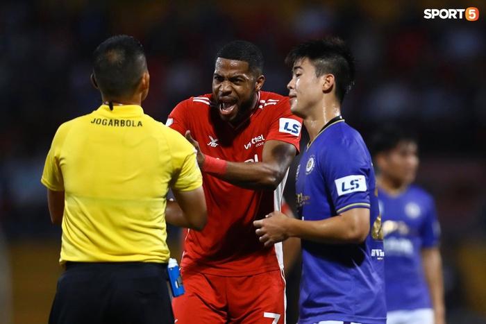 Thành Chung và ngoại binh bóp cổ nhau, trận Hà Nội FC đấu Viettel cực nóng - ảnh 13
