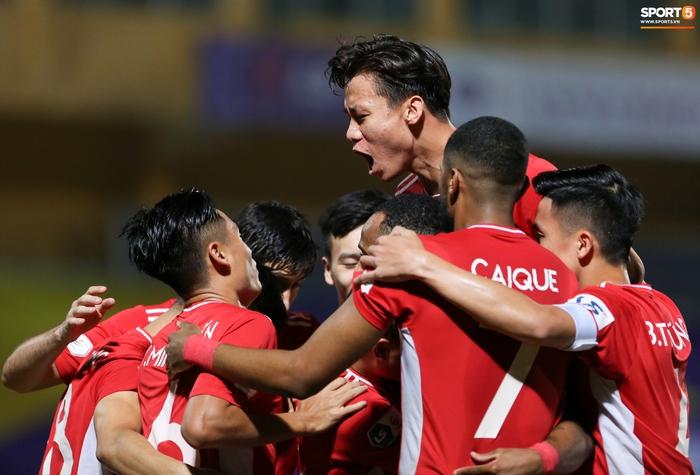 Quế Ngọc Hải an ủi Đình Trọng khi giúp Viettel lần đầu khiến Hà Nội FC ôm hận - Ảnh 4.