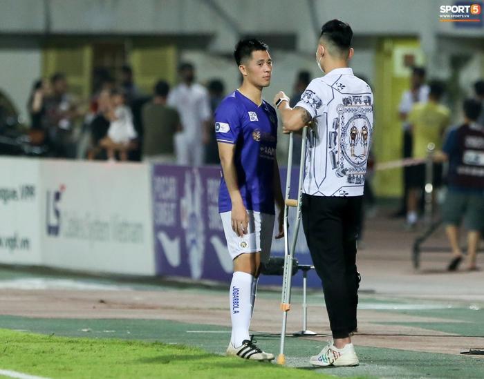 Quế Ngọc Hải an ủi Đình Trọng khi giúp Viettel lần đầu khiến Hà Nội FC ôm hận - Ảnh 3.
