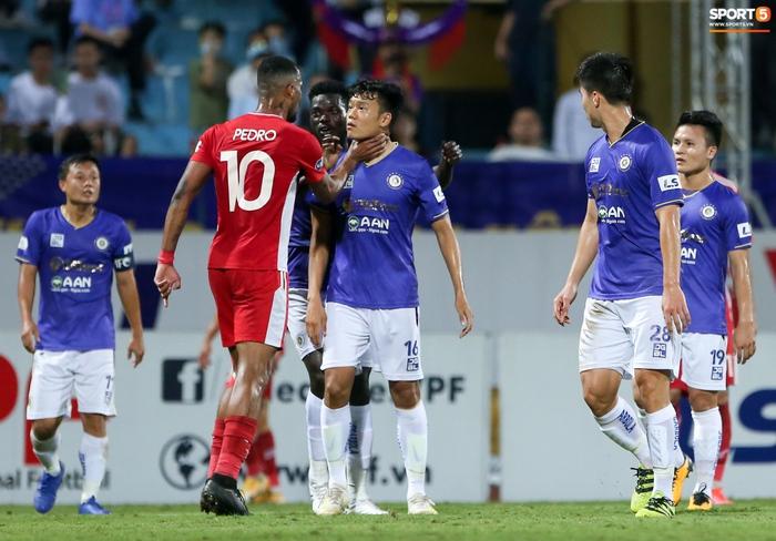 Bùi Tiến Dũng chiều con gái Sushi hết mức, hạnh phúc bên gia đình nhỏ sau trận thắng Hà Nội FC - Ảnh 7.