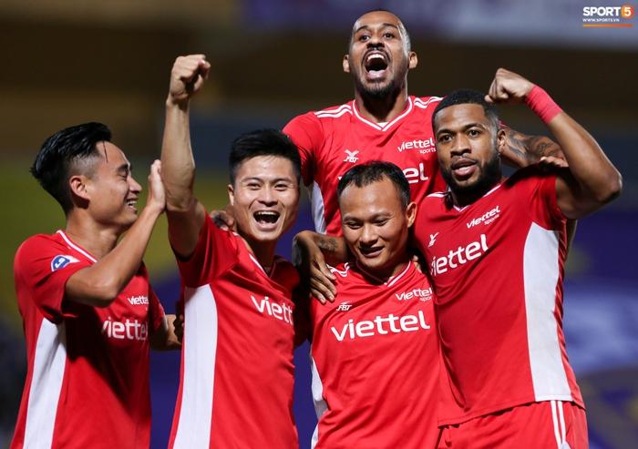 Bùi Tiến Dũng chiều con gái Sushi hết mức, hạnh phúc bên gia đình nhỏ sau trận thắng Hà Nội FC - Ảnh 6.