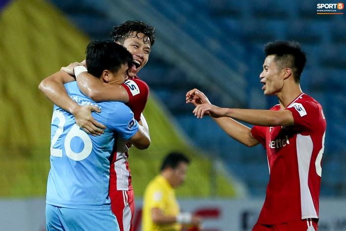 Quế Ngọc Hải an ủi Đình Trọng khi giúp Viettel lần đầu khiến Hà Nội FC ôm hận - Ảnh 8.