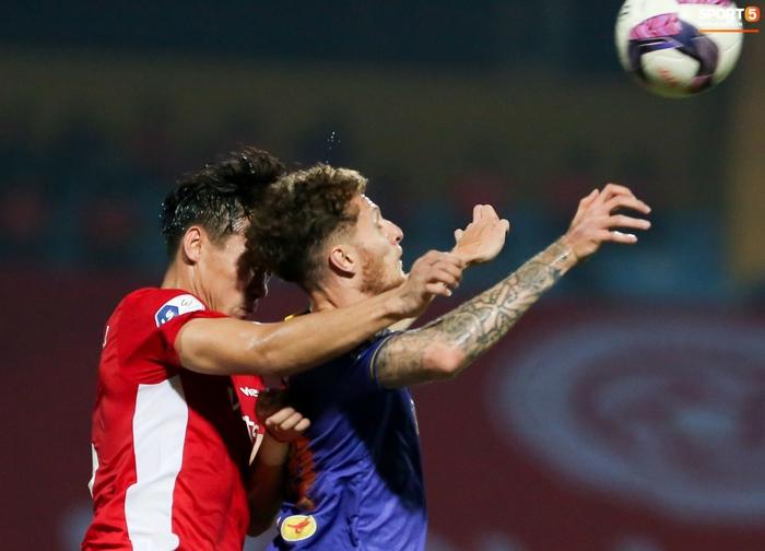 Quế Ngọc Hải an ủi Đình Trọng khi giúp Viettel lần đầu khiến Hà Nội FC ôm hận - Ảnh 5.