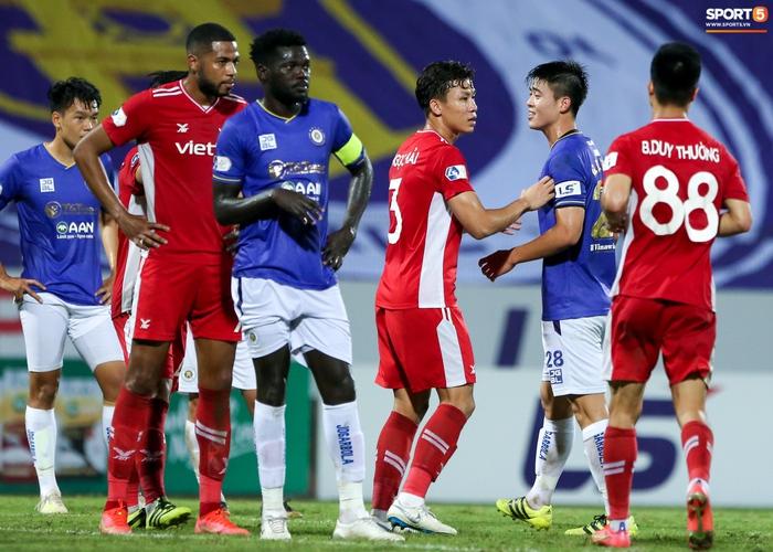 Quế Ngọc Hải an ủi Đình Trọng khi giúp Viettel lần đầu khiến Hà Nội FC ôm hận - Ảnh 7.