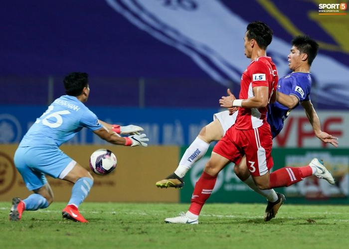 Quế Ngọc Hải an ủi Đình Trọng khi giúp Viettel lần đầu khiến Hà Nội FC ôm hận - Ảnh 6.