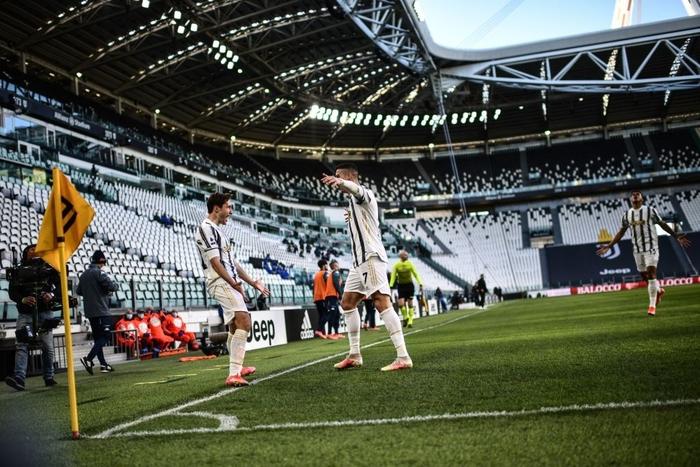 Ronaldo và Dybala cùng nổ súng giúp Juventus thắng Napoli - Ảnh 1.