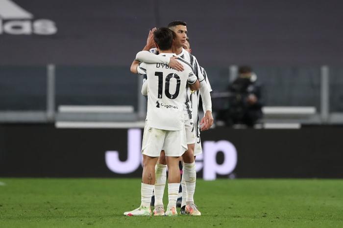 Ronaldo và Dybala cùng nổ súng giúp Juventus thắng Napoli - Ảnh 2.