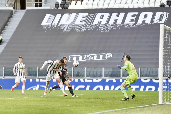 Ronaldo và Dybala cùng nổ súng giúp Juventus thắng Napoli - Ảnh 4.