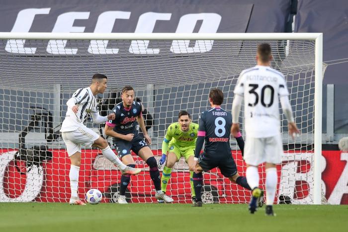 Ronaldo và Dybala cùng nổ súng giúp Juventus thắng Napoli - Ảnh 5.