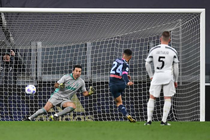 Ronaldo và Dybala cùng nổ súng giúp Juventus thắng Napoli - Ảnh 9.