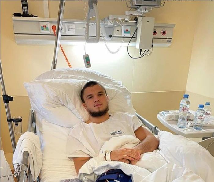 Vừa có màn ra mắt ấn tượng tại UFC, em họ của Khabib đã gặp phải chấn thương nặng buộc phải phẫu thuật - Ảnh 1.
