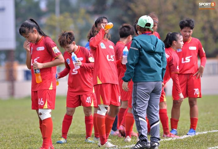 Dàn gái xinh rạng rỡ, đáng yêu trong ngày bế mạc giải bóng đá Nữ Vô địch U19 Quốc gia 2021 - ảnh 2