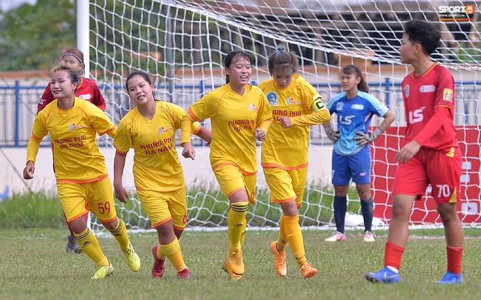 Dàn gái xinh rạng rỡ, đáng yêu trong ngày bế mạc giải bóng đá Nữ Vô địch U19 Quốc gia 2021 - ảnh 3