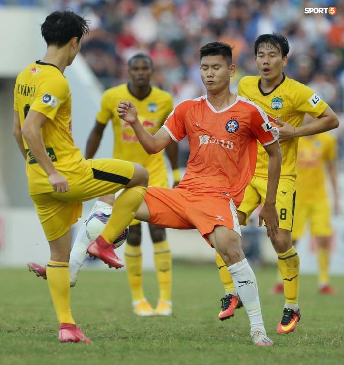 Văn Toàn dẫn đầu danh sách vua phá lưới nội khi lập siêu phẩm vào lưới Đà Nẵng FC - Ảnh 7.
