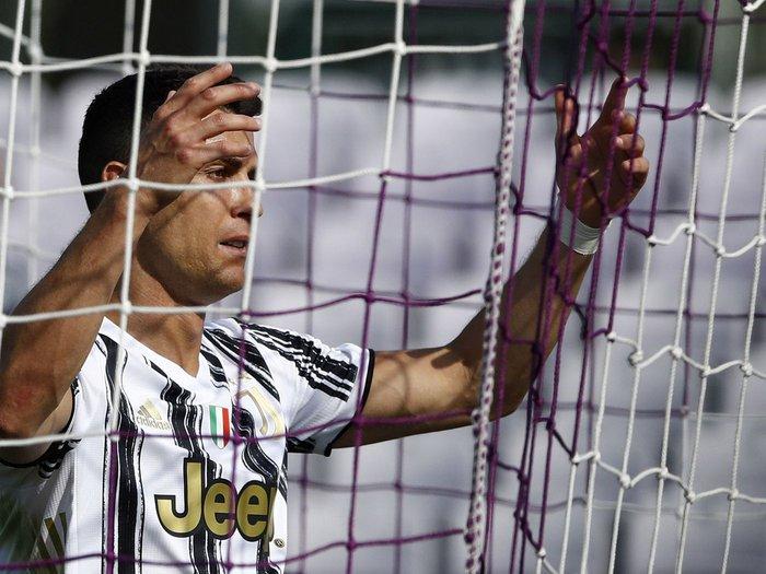 """Tiết lộ sốc: Cristiano Ronaldo """"cáu kỉnh và cô lập"""" với các đồng đội ở Juventus - Ảnh 3."""