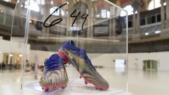Nghĩa cử cao đẹp của Messi: Bán đấu giá giày phá kỷ lục Pele 4 tỷ đồng để quyên góp bệnh viện - Ảnh 1.
