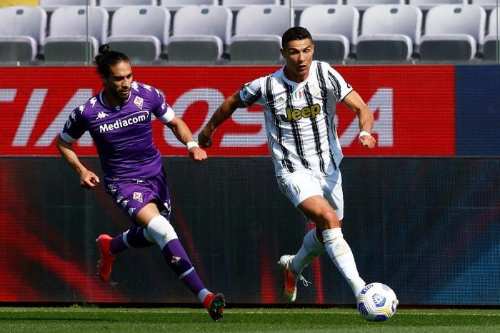 """Tiết lộ sốc: Cristiano Ronaldo """"cáu kỉnh và cô lập"""" với các đồng đội ở Juventus - Ảnh 2."""