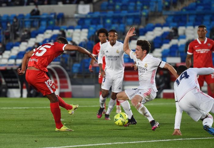Hút chết trên sân nhà, Real Madrid bỏ lỡ cơ hội đánh chiếm ngôi đầu bảng - Ảnh 2.