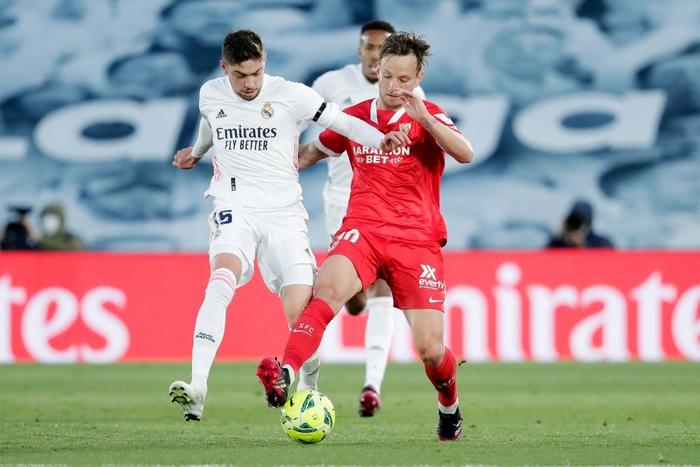 Hút chết trên sân nhà, Real Madrid bỏ lỡ cơ hội đánh chiếm ngôi đầu bảng - Ảnh 3.