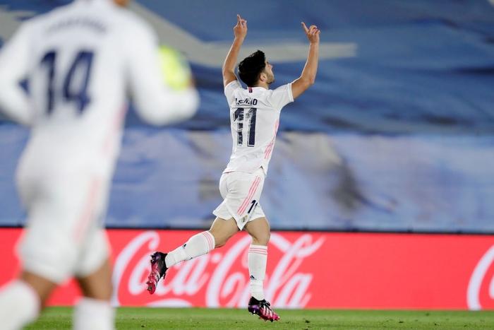Hút chết trên sân nhà, Real Madrid bỏ lỡ cơ hội đánh chiếm ngôi đầu bảng - Ảnh 5.