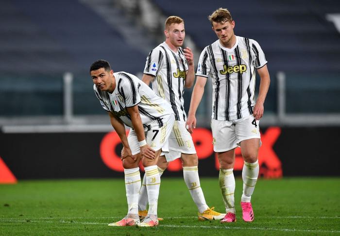 Ronaldo im lặng, Juventus thua tan nát trước AC Milan - Ảnh 1.