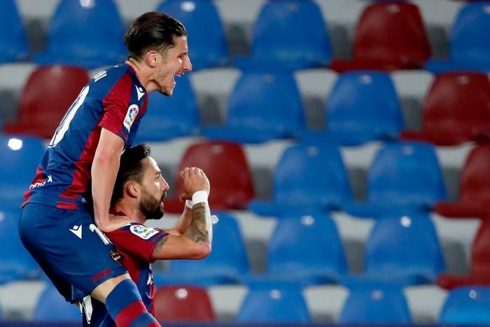 Hàng thủ thi đấu tệ hại, Barcelona sắp tan mộng vô địch La Liga - Ảnh 4.