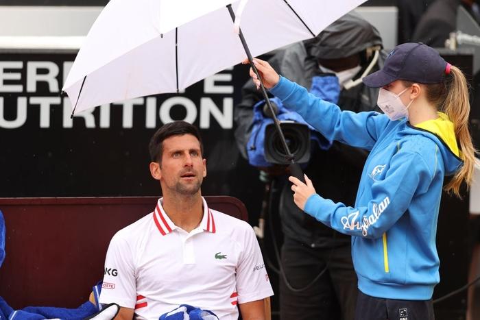 Vừa mất game đau vào tay đàn em, tay vợt số 1 thế giới nổi nóng, quát trọng tài xơi xơi - Ảnh 8.