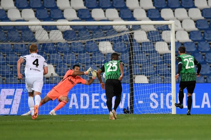 Ronaldo nổ súng, Juventus chật vật đua top 4 - Ảnh 4.