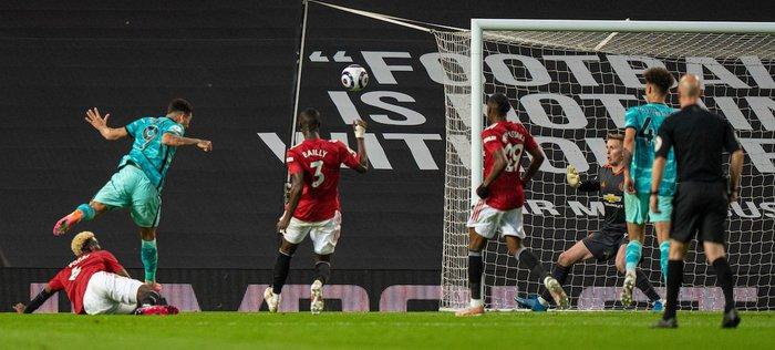 Thảm họa phòng ngự khiến MU thua tan nát trước Liverpool - Ảnh 5.