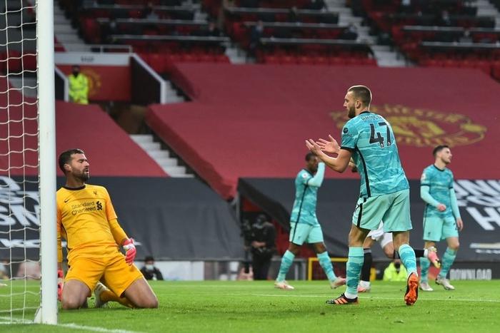 Thảm họa phòng ngự khiến MU thua tan nát trước Liverpool - Ảnh 3.
