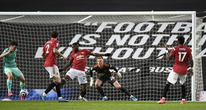 Thảm họa phòng ngự khiến MU thua tan nát trước Liverpool - Ảnh 4.