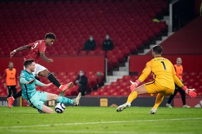 Thảm họa phòng ngự khiến MU thua tan nát trước Liverpool - Ảnh 7.