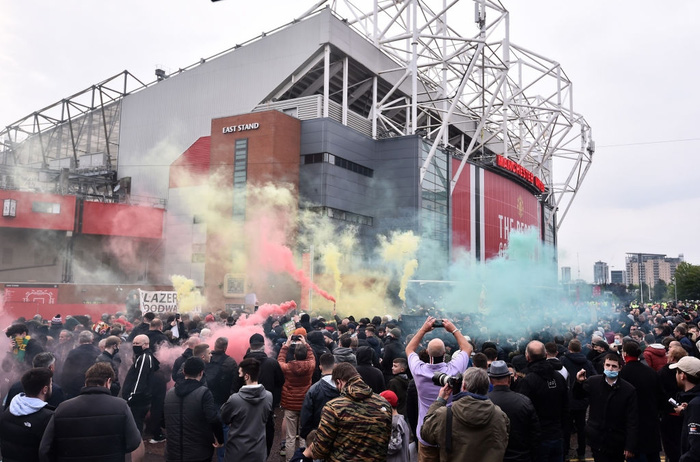 Sử dụng chim mồi, Liverpool lừa fan MU gây rối một vố đau - Ảnh 8.