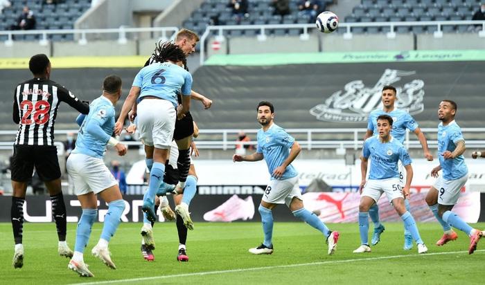 Rượt đuổi hấp dẫn, Man City nhọc nhằn vượt qua Newcastle với tỷ số 4-3 trong ngày Torres lập hat-trick