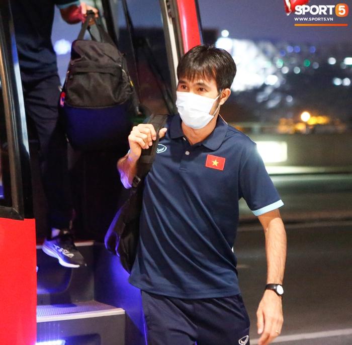 ĐT Việt Nam lên đường lúc nửa đêm, sẵn sàng tranh vé dự Futsal World Cup - Ảnh 2.