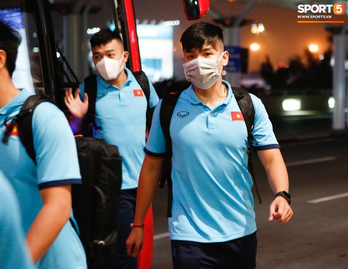 ĐT Việt Nam lên đường lúc nửa đêm, sẵn sàng tranh vé dự Futsal World Cup - Ảnh 11.