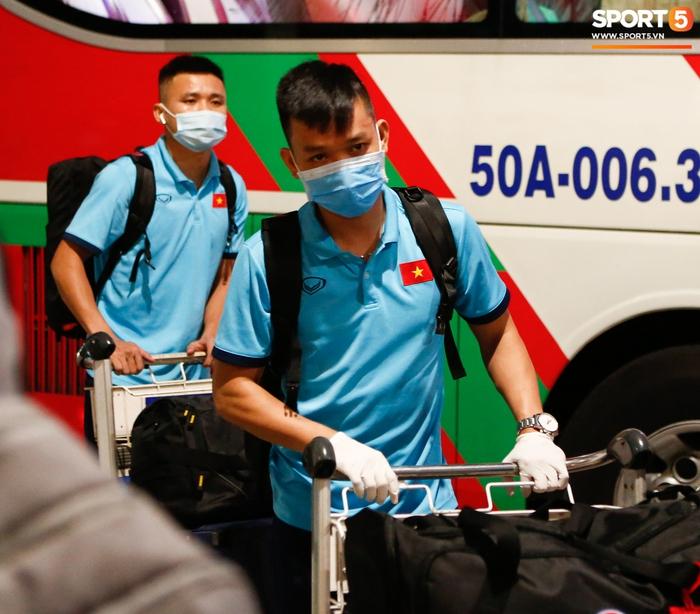 ĐT Việt Nam lên đường lúc nửa đêm, sẵn sàng tranh vé dự Futsal World Cup - Ảnh 18.