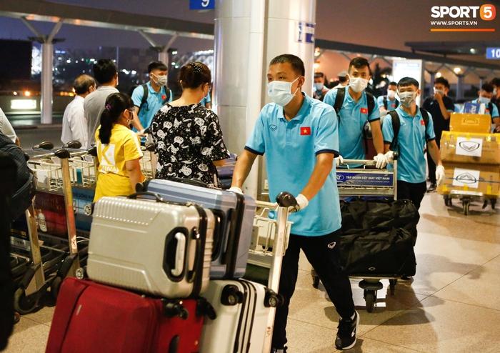 ĐT Việt Nam lên đường lúc nửa đêm, sẵn sàng tranh vé dự Futsal World Cup - Ảnh 4.