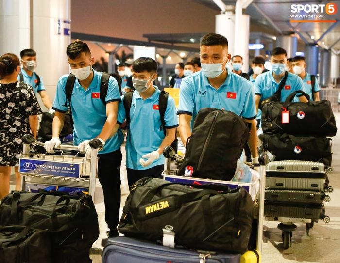 ĐT Việt Nam lên đường lúc nửa đêm, sẵn sàng tranh vé dự Futsal World Cup - Ảnh 8.