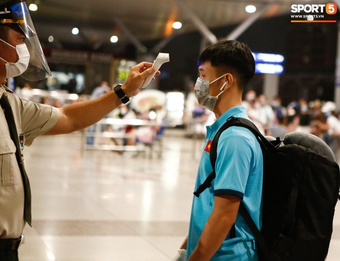 ĐT Việt Nam lên đường lúc nửa đêm, sẵn sàng tranh vé dự Futsal World Cup - Ảnh 22.