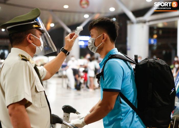 ĐT Việt Nam lên đường lúc nửa đêm, sẵn sàng tranh vé dự Futsal World Cup - Ảnh 20.
