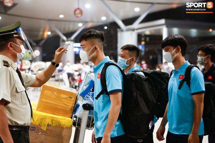 ĐT Việt Nam lên đường lúc nửa đêm, sẵn sàng tranh vé dự Futsal World Cup - Ảnh 7.