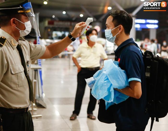 ĐT Việt Nam lên đường lúc nửa đêm, sẵn sàng tranh vé dự Futsal World Cup - Ảnh 23.