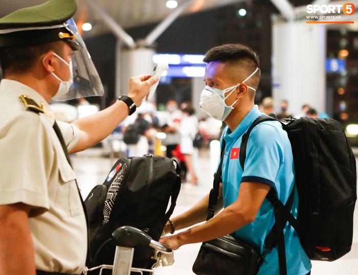 ĐT Việt Nam lên đường lúc nửa đêm, sẵn sàng tranh vé dự Futsal World Cup - Ảnh 16.