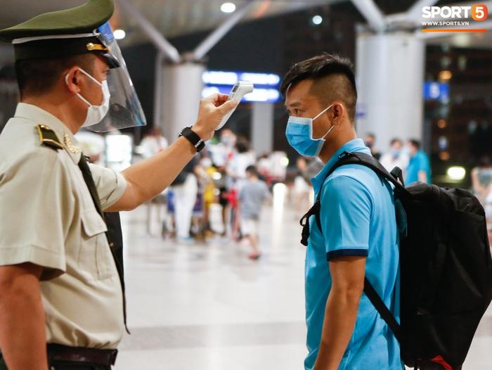 ĐT Việt Nam lên đường lúc nửa đêm, sẵn sàng tranh vé dự Futsal World Cup - Ảnh 21.